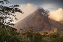 Forêts de brumes et cascade de volcans