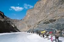 Chadar, sur le fleuve gelé