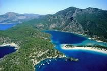 Montagnes et vestiges de la côte Turquoise